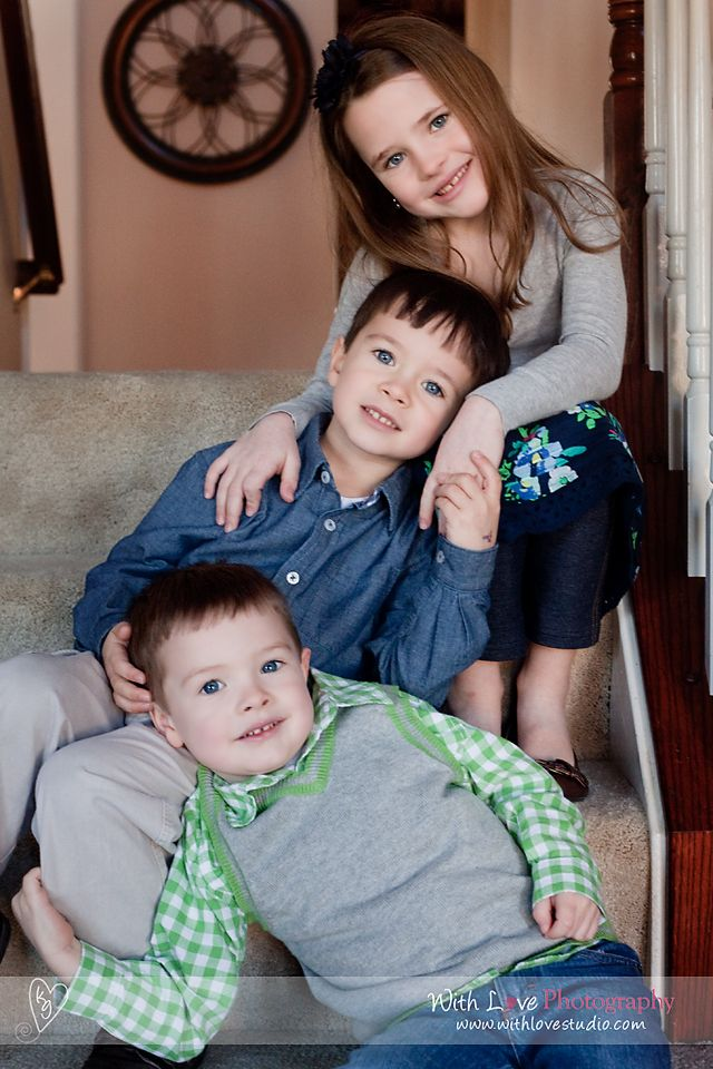 sibling pose needs variation depending on age and props