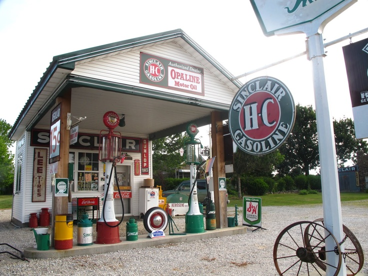 This is a fun place to stop in & get a Route 66 root beer! The guy, Gay Parita, loves Route 66 & knows a lot about it.
