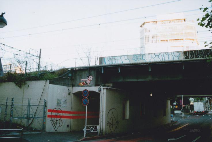 kennysworld-jp:  Tokyo astroboy - Fujifilm Klasse