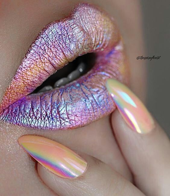 Wow! #Holographic lippy is definitely our new fave this season! And those nails are gorgeous!