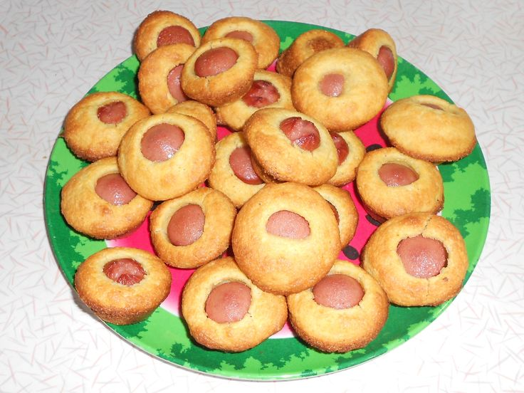 Quick supper/snack idea ~ Mini Corn Dogs 1 box Jiffy corn bread (make as directed) 4 hot dogs (cut into 6 pcs.) Fill mini muffin pan with mix, add hot dog in middle. Bake 8-10 min. Dip in mustard or whatever you normally put on a corn dog. Makes 24