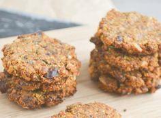 Deze zachte suikervrije koekjes met wortel zijn glutenvrij én veganistisch. Lekker, voor de gezonde trek! Je maakt ze met boekweitmeel of havermout.