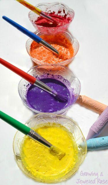 """PEINTURE A LA CRAIE maison: poudre de craie de trottoir (voir recette sur l'épingle: """"Faites votre propre peinture en poudre"""") - eau / Mélanger de l'eau dans la poudre de craie. Plus ou moins d'eau pour produire différentes consistances de peinture."""