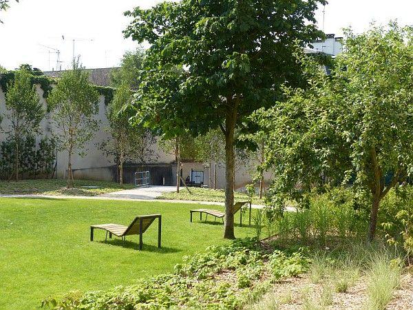 Aire de repos et arbres fruitiers, Diverses plantations, Jardin des Récollets, Versailles, 2013 ; Photographe Dominique Cornille ©Pôle images-AgroParisTech