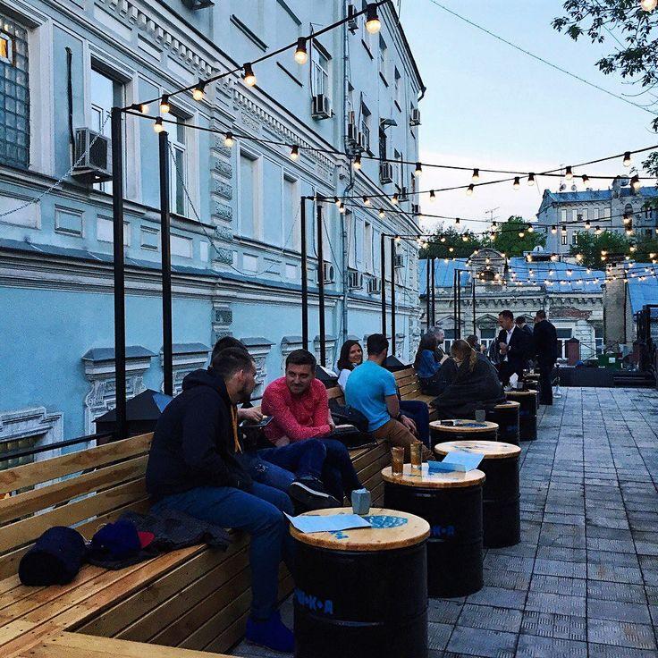 Лето в Москву не спешит👎, но наши уличные гирлянды работают в любую погоду💧❄️☀️ 📸В кадре: лаконичность и стиль гирлянды Вольта на веранде ресторана Шишка на Красных Воротах @shishka_redgate 🤘 __________________________________ 💡аренда 10 метров - 1 000 руб на 3 дня 💡продажа 10 метров - 7 000 руб 💡не нагревается, идеальна для оформления шатров и веранд 🚗 Доставка и самовывоз 📞 Звоните 8(495)6276797 или 8(929)5931799 📝 Пишите info@retrogarland.ru / кнопка СВЯЗАТЬСЯ или ДИРЕКТ…
