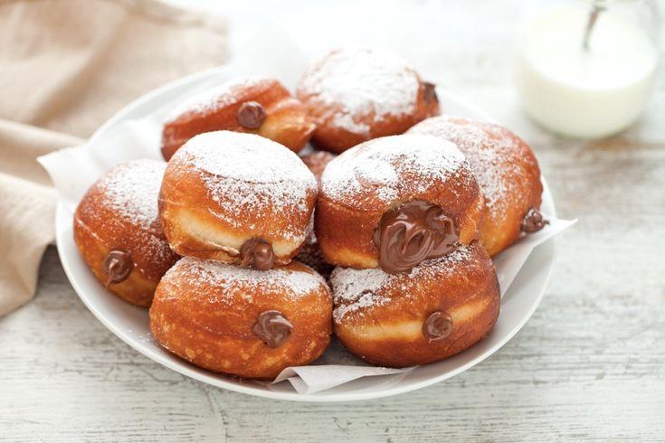 I bomboloni alla Nutella si preparano in poche, semplici, mosse con la nostra ricetta e per colazione, merenda o un momento di festa
