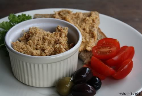 hummus with sun dried tomatoes