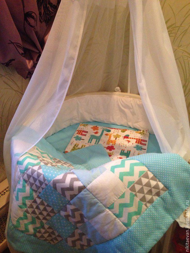 Купить или заказать Конверт, одеяло на выписку в интернет-магазине на Ярмарке Мастеров. Конверт одеялко идеальный вариант для столь радостного и торжественного события как выписка малыша из роддома. Внешняя часть одеяла-конверта сшита в стиле пэчворк , нижняя - хлопок, наполнитель -холлофайбер. Конверт имеет нарядный привлекательный дизайн. Для удобства закрепляется с помощью пояса на резинке (По желанию). Стоимость резинки 300 р.