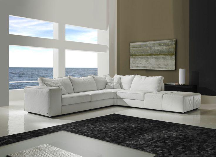 el color del mueble hace que este destaque en el espacio en el que se encuentra y conserva la forma y elegancia de los muebles italianos.