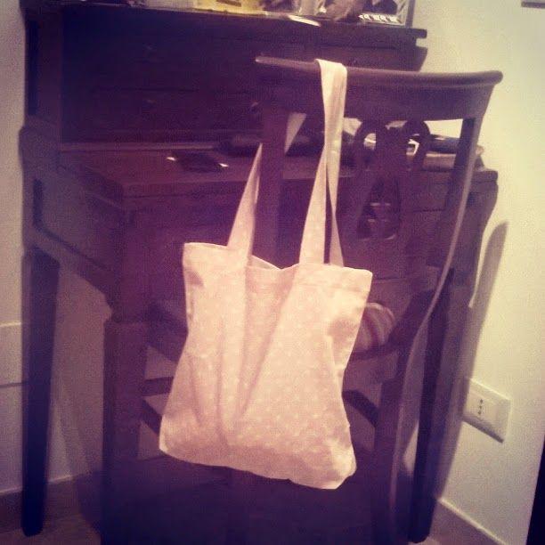 Sei mesi scarsi e già ruba le borse! ~ Ferri e uncini   Uncinetto e non solo #handmade
