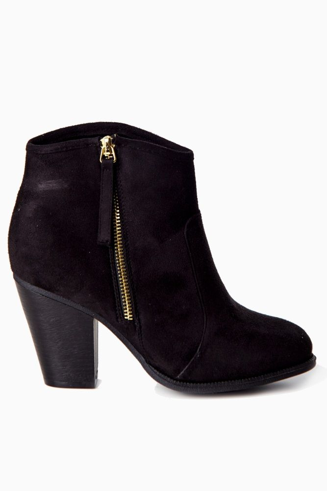 Our favorite fall essential! A black ankle boot to pair with every look this season for a stylishly chic accent.