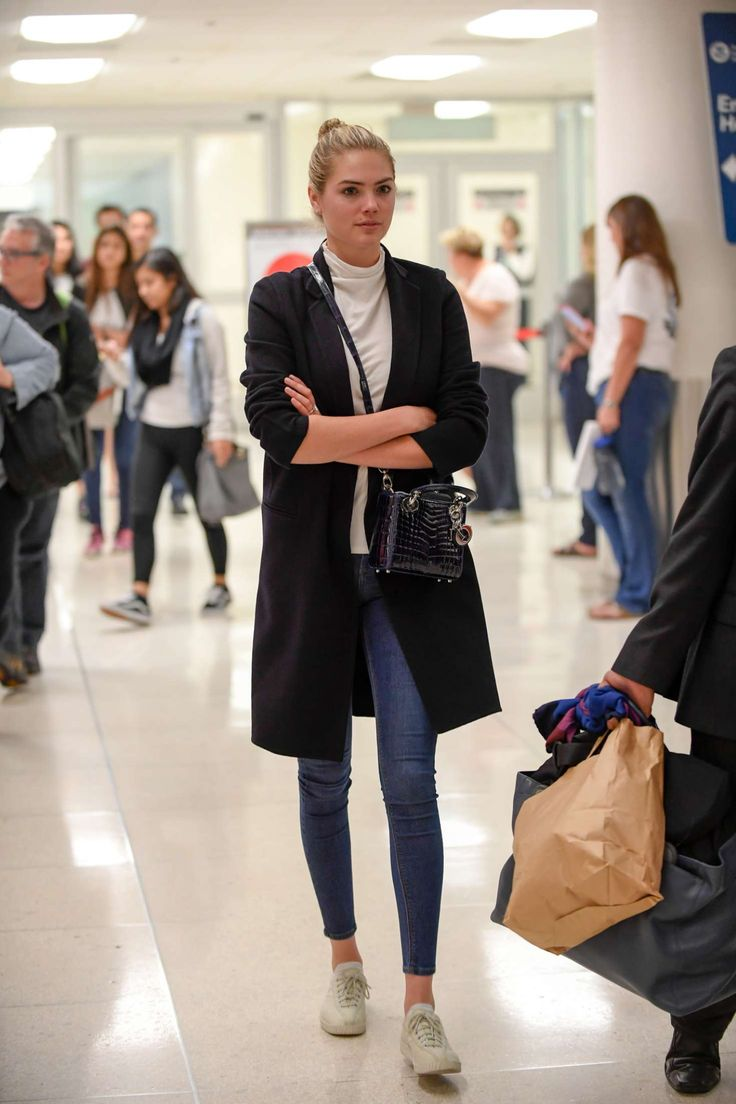 Kate Upton in Skinny Jeans at LAX