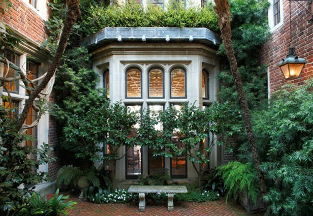 the house of the man behind the design of the iPhone...: Courtyards Gardens, Outdoor Oasis, Gold Coast, Sanfrancisco, Apple, Gardens Houses, Court Yard, San Francisco, Bays Window