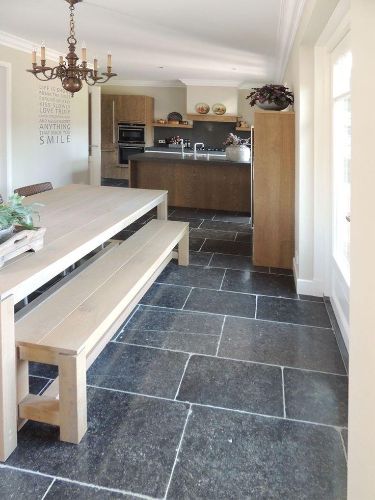 Keukenvloer #natuursteen van Nieuwenhuizen natuursteen #vloer #keuken #landelijk