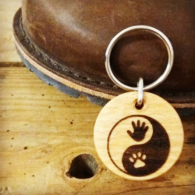 """Ying Yang keychain - hand and paw - leaning on my new """"Waldviertler"""" shoes-great austrian shoes👍 . . . . . #wood #holz #handarbeit #handicraft #austria #österreich #deko #dekoration #stpölten #handmade #design #disposition #geschenk #geschenksidee #giftidea #gift #holzundleidenschaft #woodart #personalisiert #personalized #stpoelten #stpölten #deco #decoration #handmadeintheeveryday #madeinaustria  #gea #waldviertler"""