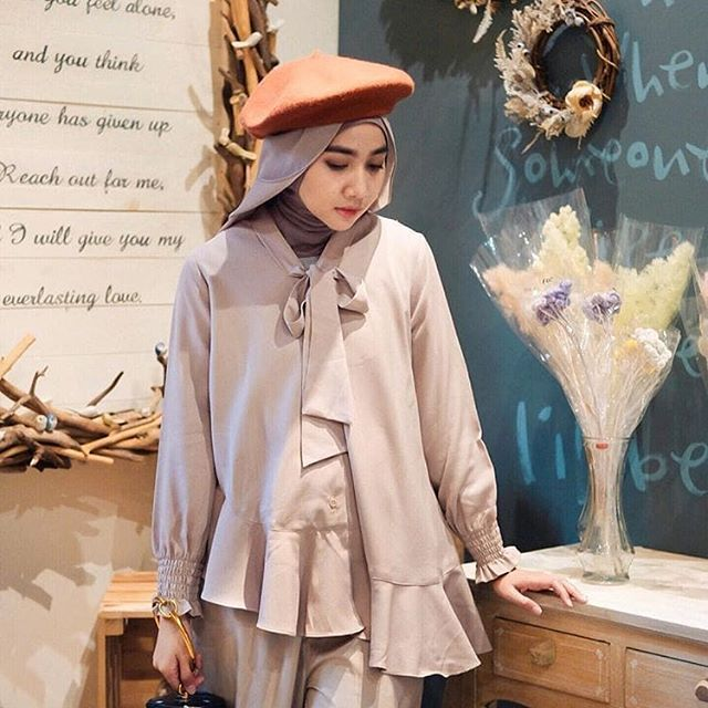 Back in stock alert with special price. . Silia top milo now only 249.000 . Grab yours now at www.eclemix.com or kindly reach our admin contact at:  line@ : @eclemix  WA : 081326004010 . #ootd #ootdfashion  #eclemix #myeclemix #fashion #hijab #beauty #top #localbrand #bandung