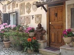 Borgo dei Ferraresi    a beautiful bed and breakfast  located in Roma Nord country,   http://www.borgodeiferraresi.com/  The owner is a sculptor
