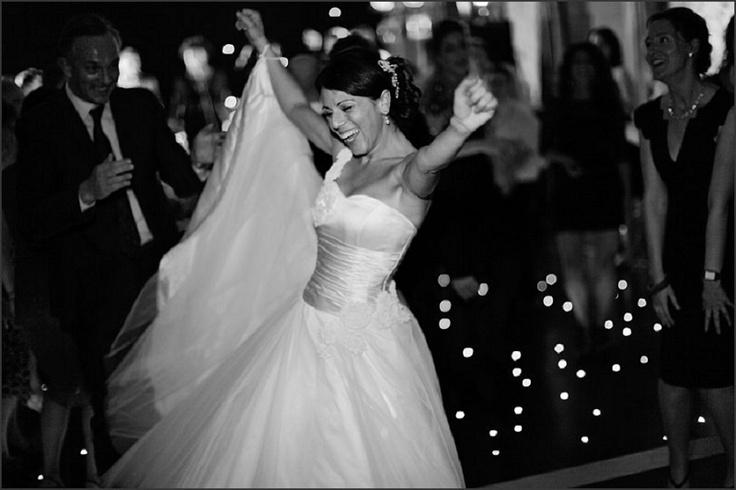 Black & white wedding photography / nealejames.com