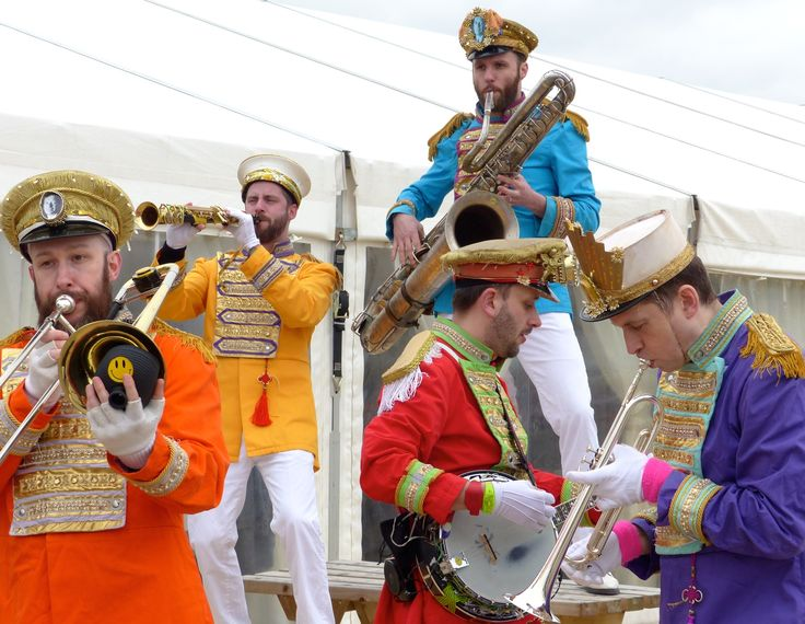 Entertainment at Midlands Grand National 2016 - Mr Wilson's Second Liners.
