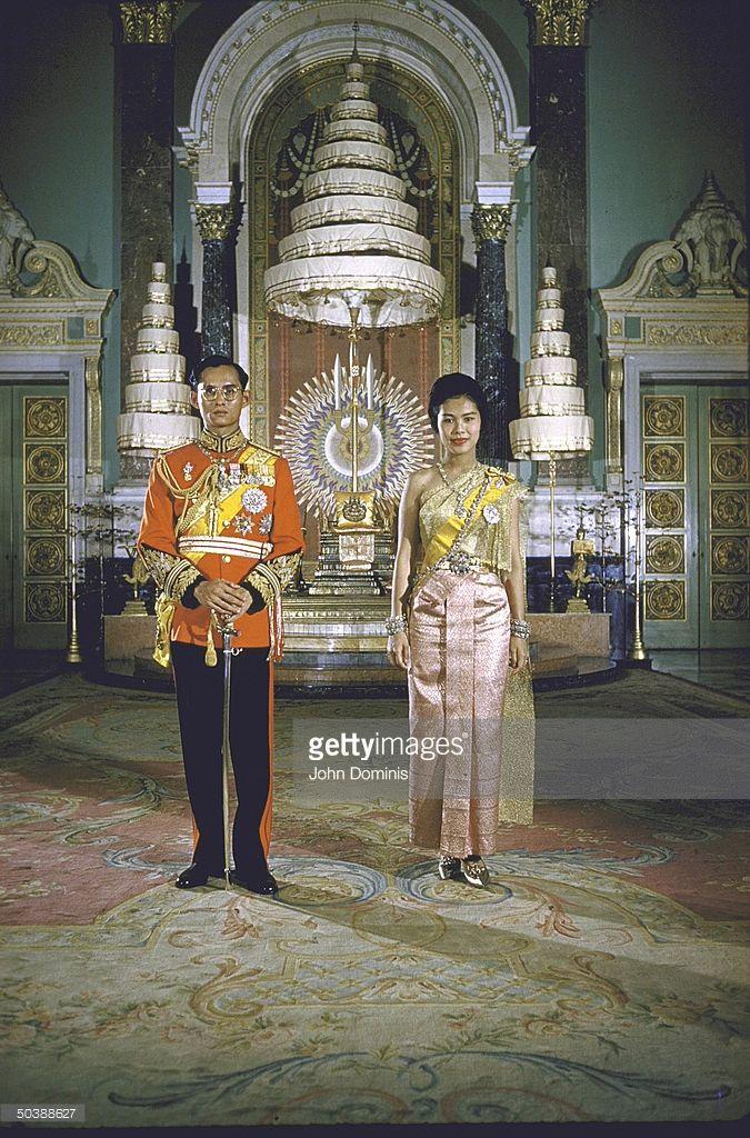 News Photo : Formal portrait of Thailand's King Bhumibol...