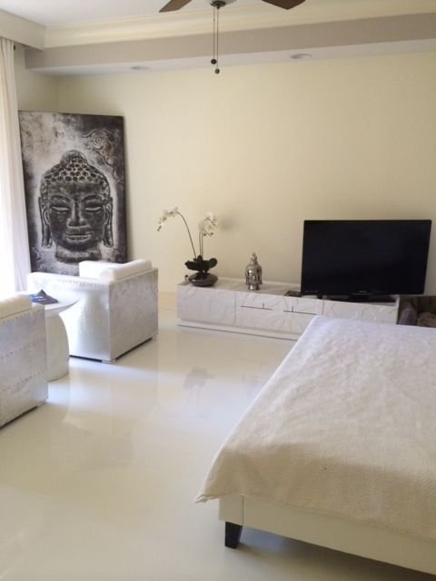 Beautiful Goth Bedrooms With Wood Floor: Beautiful Modern Bedroom! Elesgo Super White Laminate