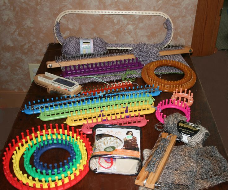 Loom knitting instruction and discussion