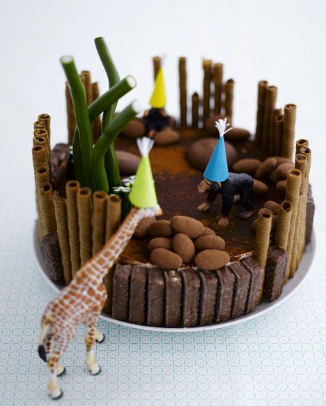 Täydellinen kakku lastenjuhliin. Koristele kakku huolellisesti pestyillä leluilla. / Time to party. Decorate children´s party cake with toys which have first been washed carefully.