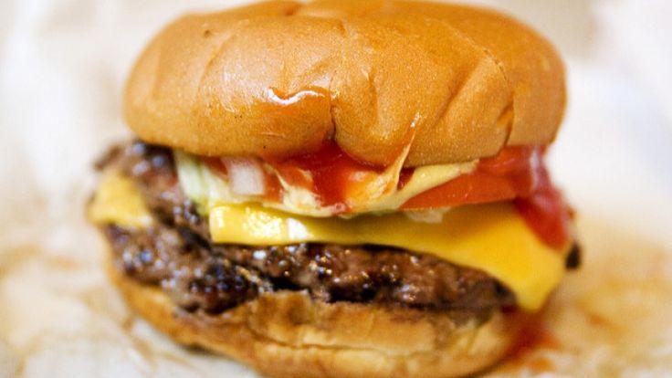 Hamburger di manzo con formaggio fuso, cosa abbinare. Birra Solleone cream ale