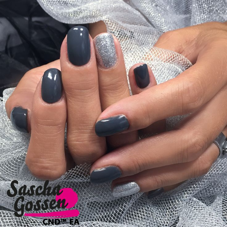 Natural nails with CND™ SHELLAC™ Asphalt and Silver Chroom with Lecenté glitters. #CND #cndea #colors #cndworld #cndgowithapro #grey #Lecenté #glitter #nails #nailart #naildesign #silver #SHELLAC #cndshellac #nailpro #nailartist #saschagossen #fashion #style @cndworld @lovelecente @laprofilique