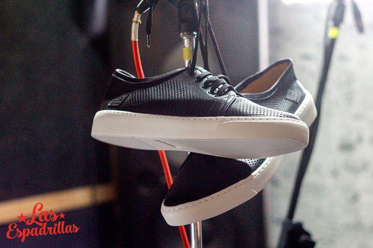 Кеды Las Espadrillas Leather Low. Кожаные кеды которые позволяют вашим ножкам свободно дышать. А качественная подошва EVA обеспечивает гибкость и упругость  в сочетании с легкостью. Заказать на http://lasespadrillas.com за 1599грн. #buy #shoes #footwear #style #woman #man #sneakers #keds #converse #Обувь #стиль #journal #vans #look #like #madeinukraine #hypebeast #sneakerfreaker #sneakernews #goodlook #кеды #стиль #бренд #обувь #магазин