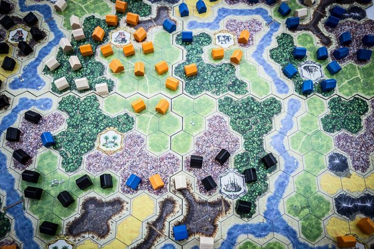n Kingdom Builder, the players create their own kingdoms by skillfully building their settlements, aiming to earn the most gold at the end of the game. #kingdombuilder #queengames #boardgames #brætspil #brädspel #brettspill #spil #spill #king #building