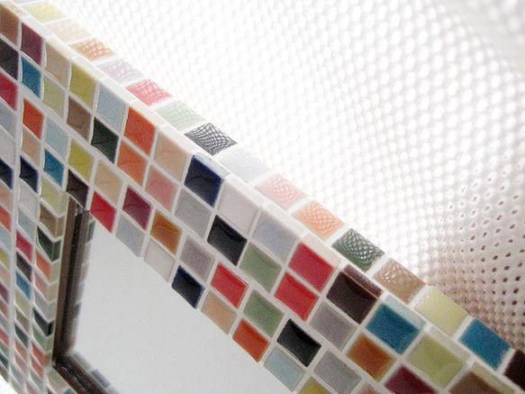モザイクミラーです!!同じデザインでもそれぞれ微妙に表情が違って完成します。世界に1つの作品ですね!!23色のタイルを使い楽しいイメージの作品になりました^^...|ハンドメイド、手作り、手仕事品の通販・販売・購入ならCreema。