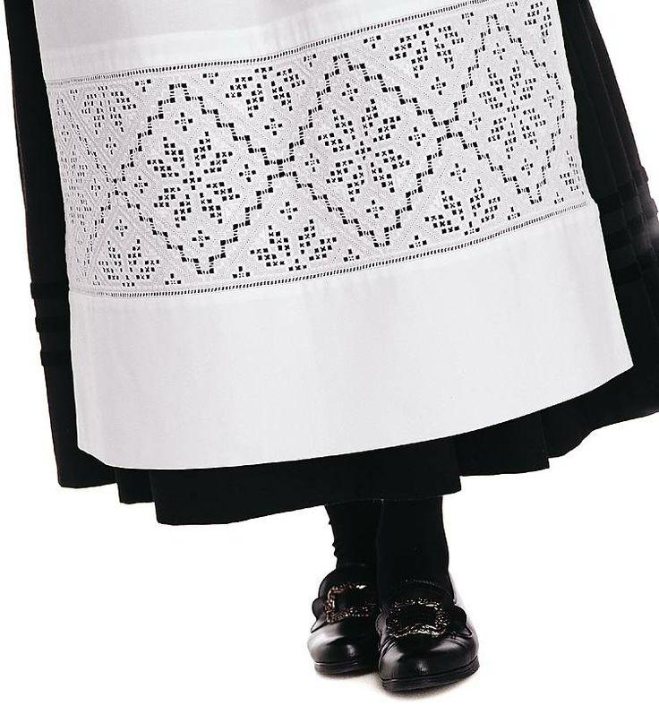 Hardangerbunad, stakk og forkle (Skirt and apron with Hardanger style embroderies)