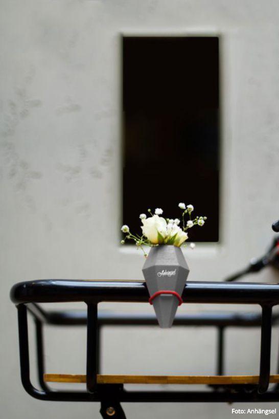 Toll Die Minivasen Von ANHÄNGSEL Aus Osnabrück Verbreiten Selbst Am Fahrrad  Flower Power!