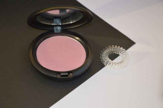 хайлайтер  MAC Beauty Powder в оттенке Pearle Blossom