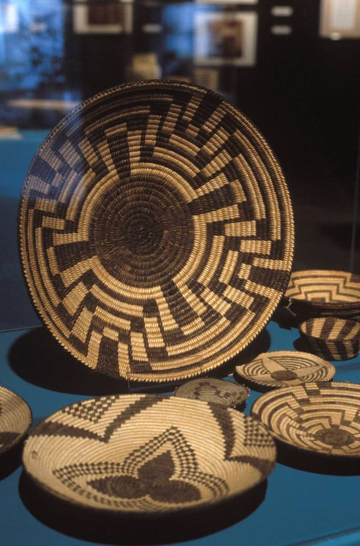 Permanent Galleries | Evansville Museum :: Arts • History • Science www.emuseum.org789 × 1198Buscar por imágenes PIMA INDIAN BASKETS Made on the Sacaton Reservation, Blackwater, Arizona, 1929. Collection of the Evansville Museum of Arts, History & Science