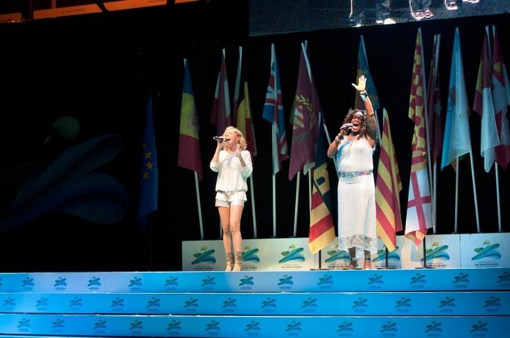 """Mónica Green i Txell Sust interpreten """"un instant en el temps"""" a la inauguració del Special Olympics"""