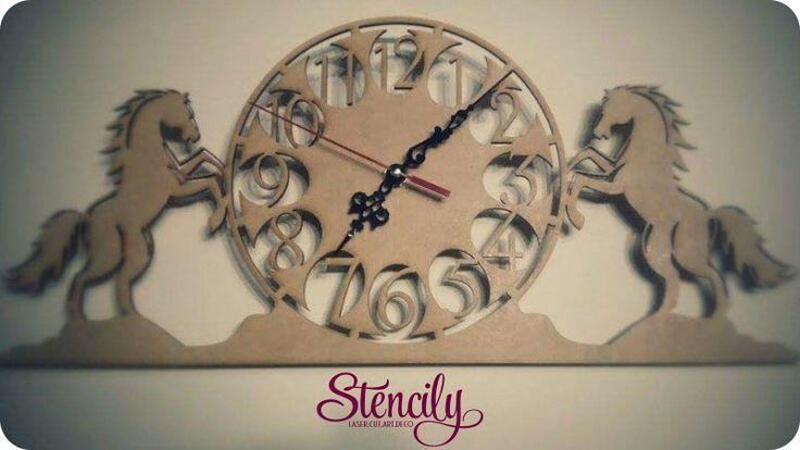 Tu #animal favorito lo podemos convertir en una pieza hermosa para la #decoración de tu lugar favorito!! #Caballos, #Reloj.