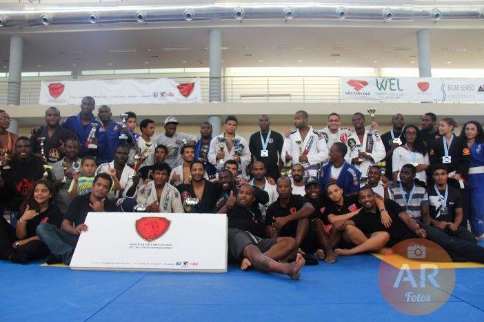 Realizado campeonato de Jiu Jitsu no Centro Cultural Paz Flor em homenagem ao dia da Criança http://angorussia.com/?p=19526