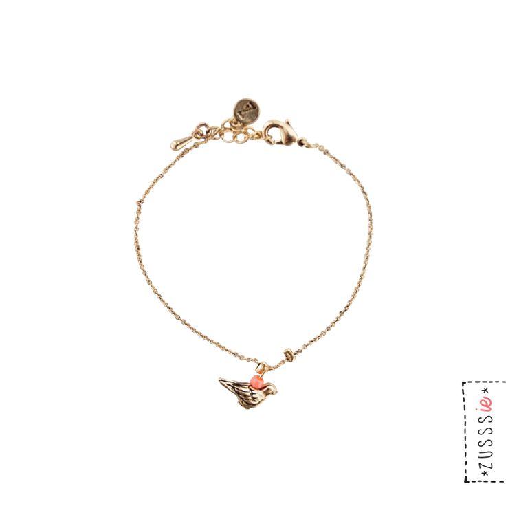 Zusssie | Fijn armbandje met vogel goud | http://www.zusss.nl/product/zusssie-fijn-armbandje-met-vogeltje-goud/