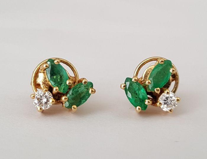 Online veilinghuis Catawiki: Gouden oorbellen met diamanten en smaragden.