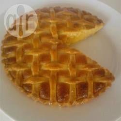 Bakewell Tart / Bakewell Tart ist eine Tarte aus Mürbeteig mit einer Füllung aus Mandelpaste und Marmelade oder Gelee. Die Bakewell Tart ist eine Variante des englischen Bakewell-Pudding.@ de.allrecipes.com