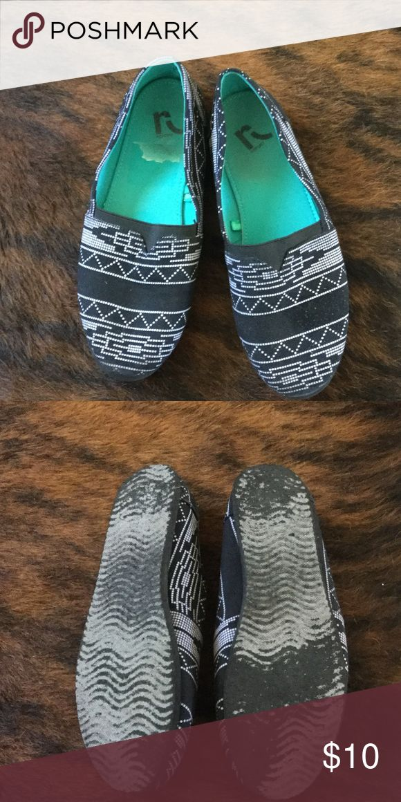 Aztec southwest tribal shoes! Like new! Size 8! Very comfy! Wore once! Bottoms look more worn than they are because they are a foam material. Black with with print canvas , size 8! Rockport Shoes