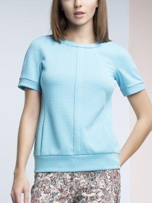 Блуза прямого силуэта из фактурного джерси, рукав кимоно, короткий, на манжете,  вырез круглый, по полочке геометрическая разрезка, застежка на спинке на металлическую молнию., арт. 3151350sr4551, состав: Основная ткань: полиэстер 78 %, вискоза 19 %, эластан 3 %;