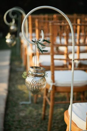 Aisle decor for outdoors wedding - Shepard's hooks