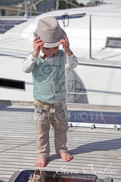 Βαπτιστικά ρούχα για αγόρι της Stova Bambini μοντέρνο σετ με μπεζ παντελόνι και υπέροχο γιλέκο στο χρώμα της μέντας