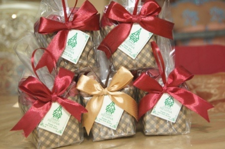 Wedding guest gift a tissue box wirh cake style