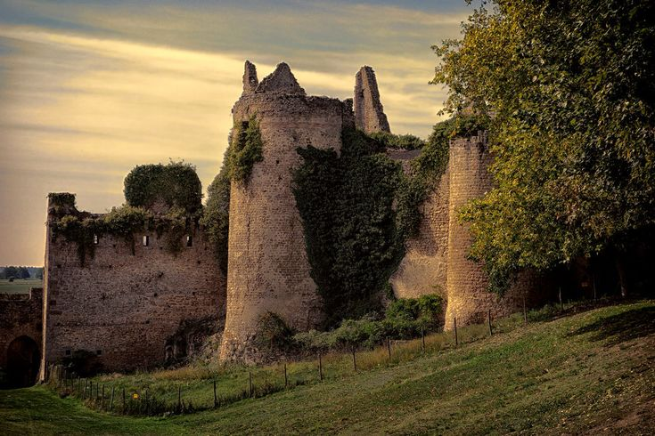 Chateau de Bressuire by rhipster
