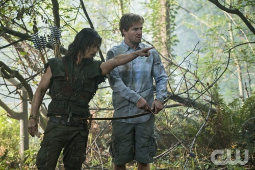 """Arrow -- """"Damaged"""" -- Image AR105b_0009b  -- Pictured (L-R): Byron Mann as Yao Fei and Stephen Amell as Oliver Queen -- Photo: Jack Rowand/The CW -- ©2012 The CW Network. All Rights Reserved"""
