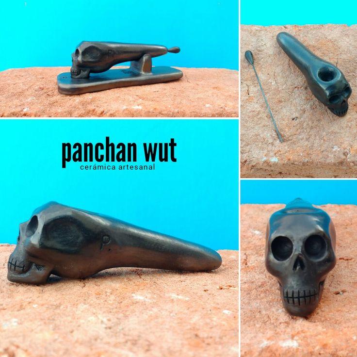 Cráneo. Cerámica artesanal. Pieza echa a mano. Barro negro (técnica de reducción).  #edicionespecial #ceramics #handmade #artedania #pipa #weed